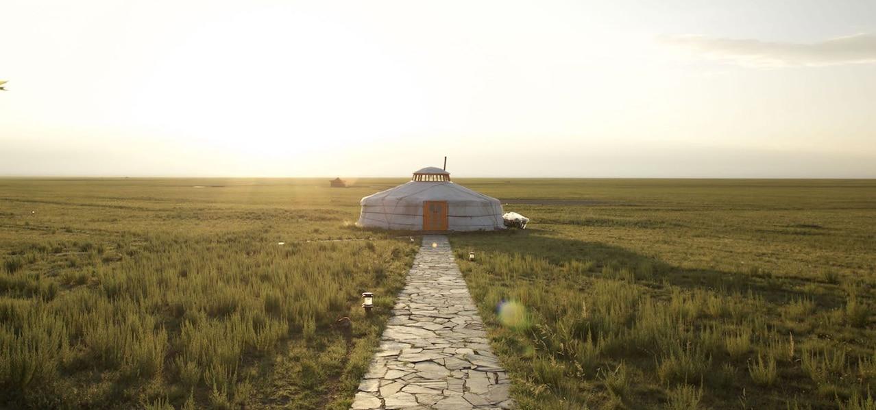 ORIGINAL GLAMPING - LUXURY CAMP WORLDWIDE - NUUK FJORD - CANADA - THREE CAMEL LODGE - MONGOLIA